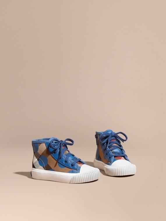 Sneakers montantes à motif check et imprimé à cœurs, avec détails en cuir Bleu Lupin