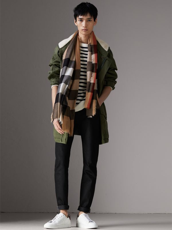 Lightweight Check Cashmere Scarf in Camel | Burberry Singapore - cell image 3