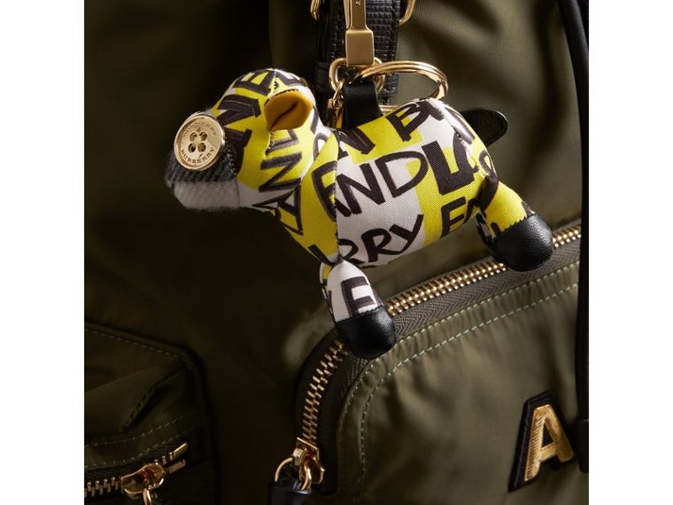 Adorno tipo llavero Wendy The Sheep en algodón con estampado de grafiti (Amarillo) | Burberry - cell image 2