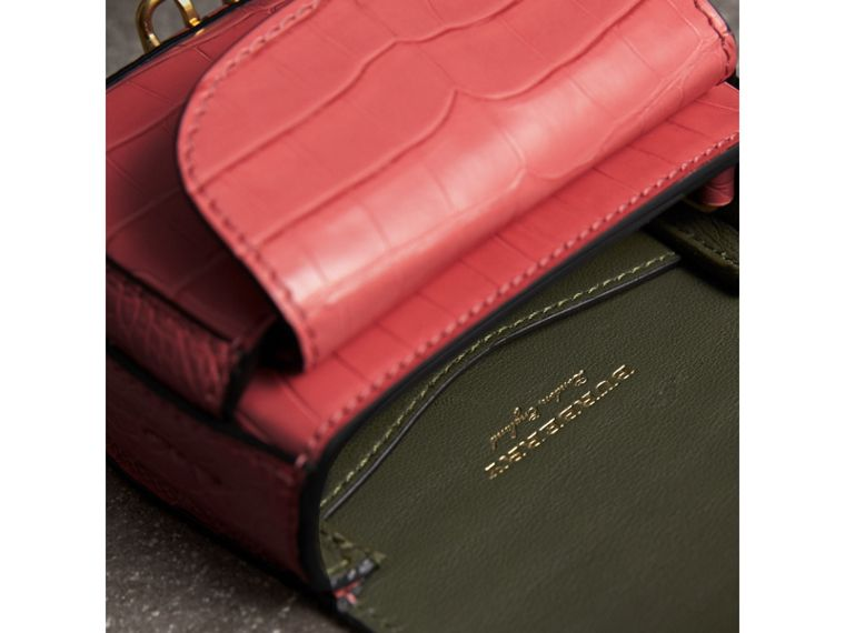 The Satchel con tasca in pelle di alligatore (Rosa Azalea) | Burberry - cell image 4