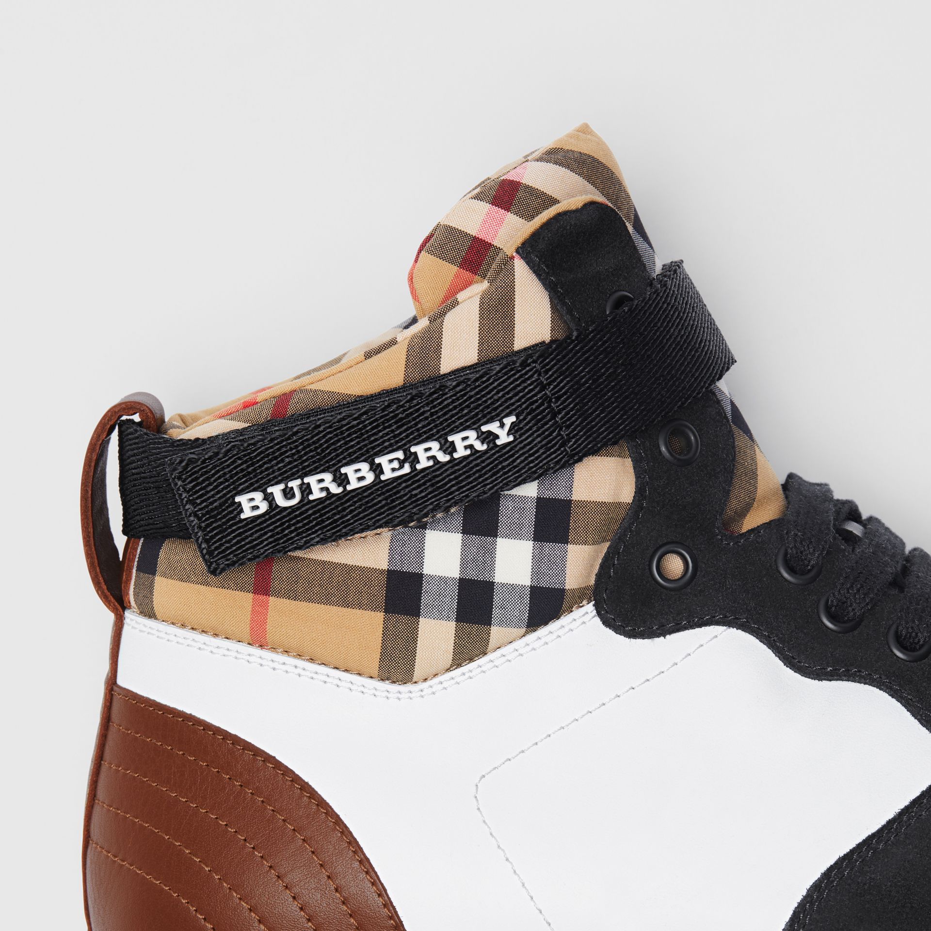 Sneakers montantes en cuir et cuir velours (Blanc Optique/camel) - Homme | Burberry - photo de la galerie 1