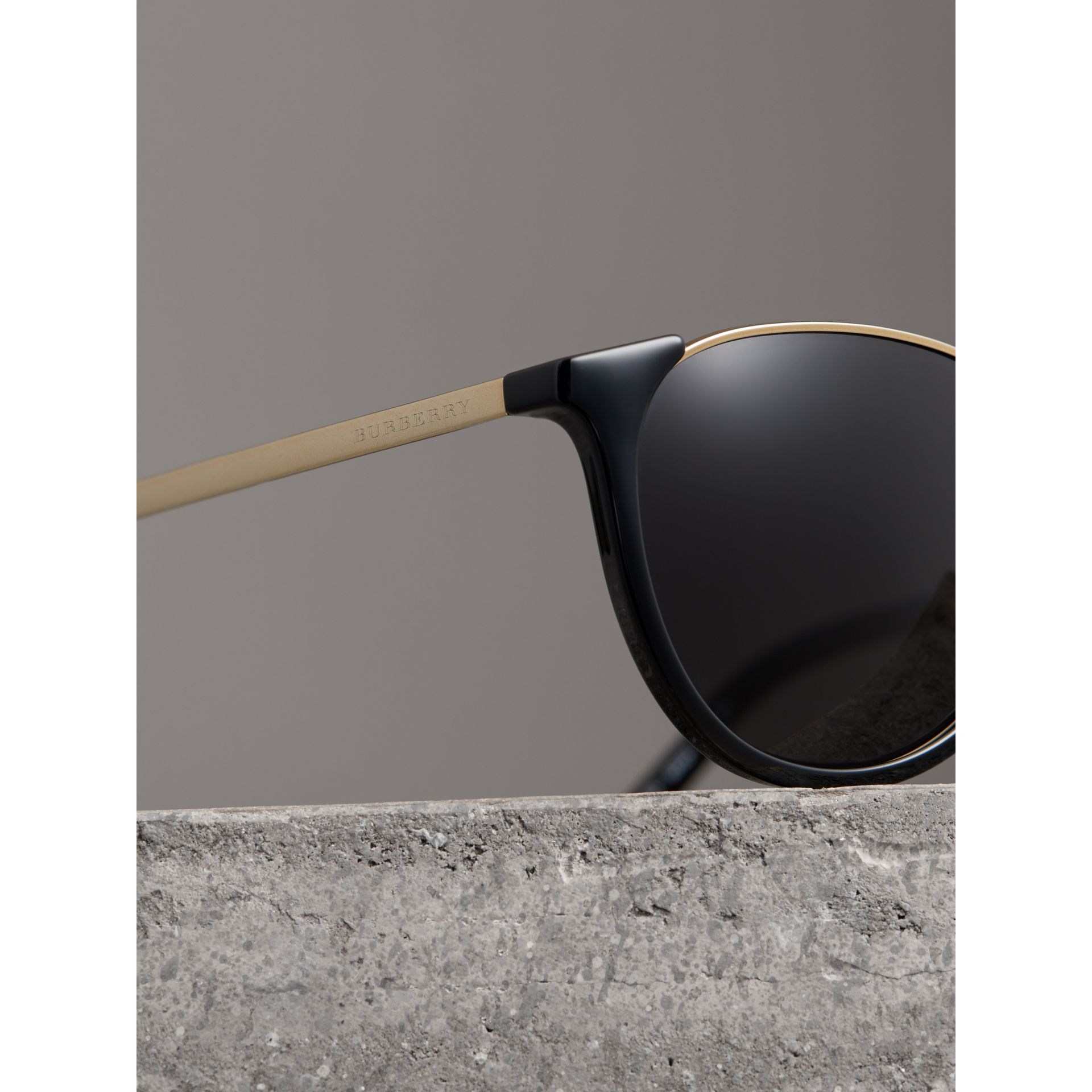 Keyhole Pilot Round Frame Sunglasses in Black - Men | Burberry - gallery image 1