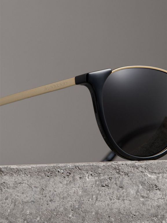 Keyhole Pilot Round Frame Sunglasses in Black - Men | Burberry Hong Kong - cell image 1