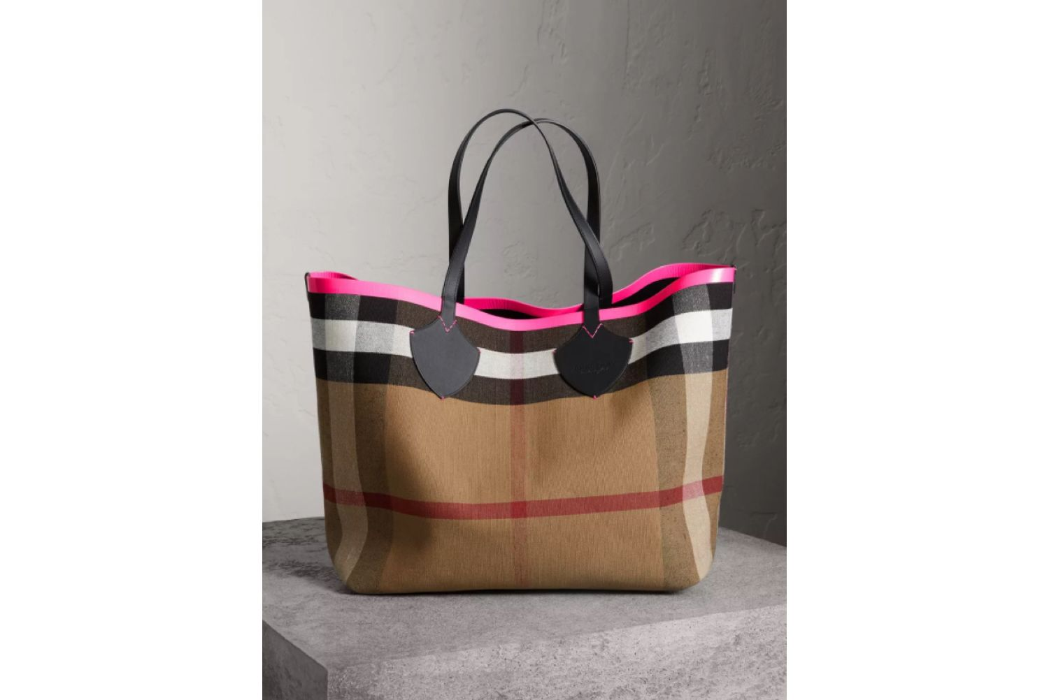 The Giant Reversible Tote in Canvas Check and Leather in Black/neon Pink