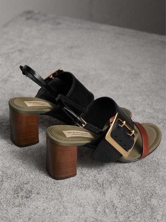 Sandalias en piel con detalle de hebilla grande (Negro) - Mujer | Burberry - cell image 3