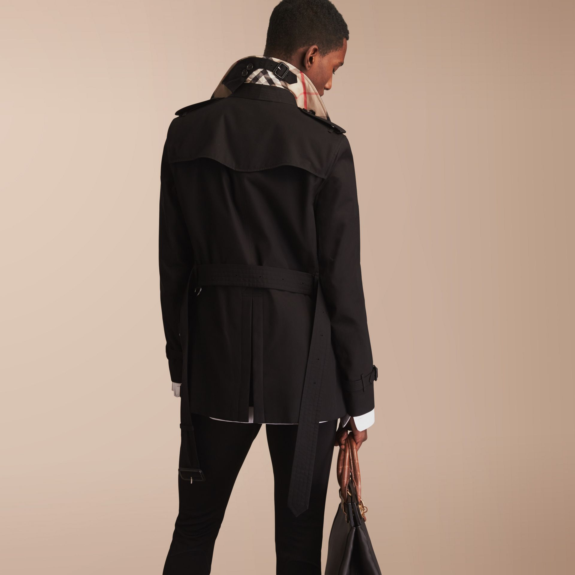 The Sandringham – Short Heritage Trench Coat in Black - Men | Burberry - gallery image 3