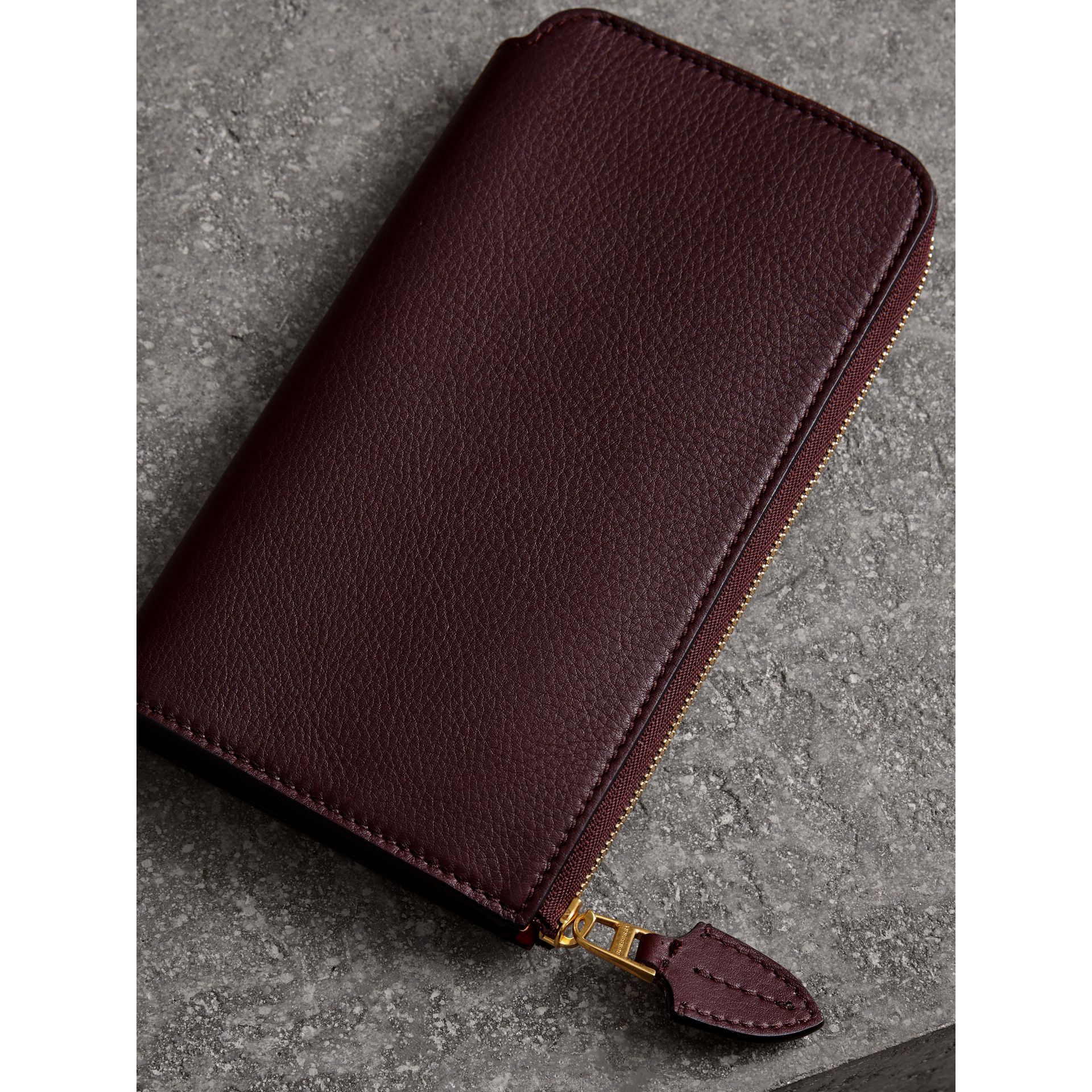 Two-tone Leather Ziparound Wallet and Coin Case in Deep Claret - Women | Burberry - gallery image 2