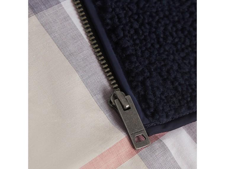 Veste en maille de laine et cachemire torsadée et faux shearling (Marine) | Burberry - cell image 1