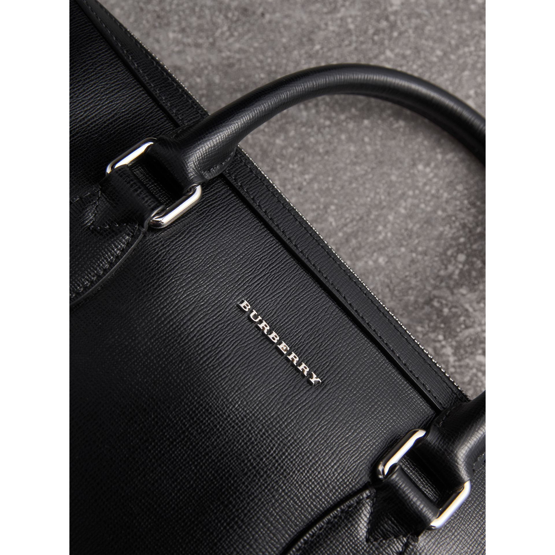 Sac The Barrow fin en cuir London (Noir) - Homme | Burberry Canada - photo de la galerie 1