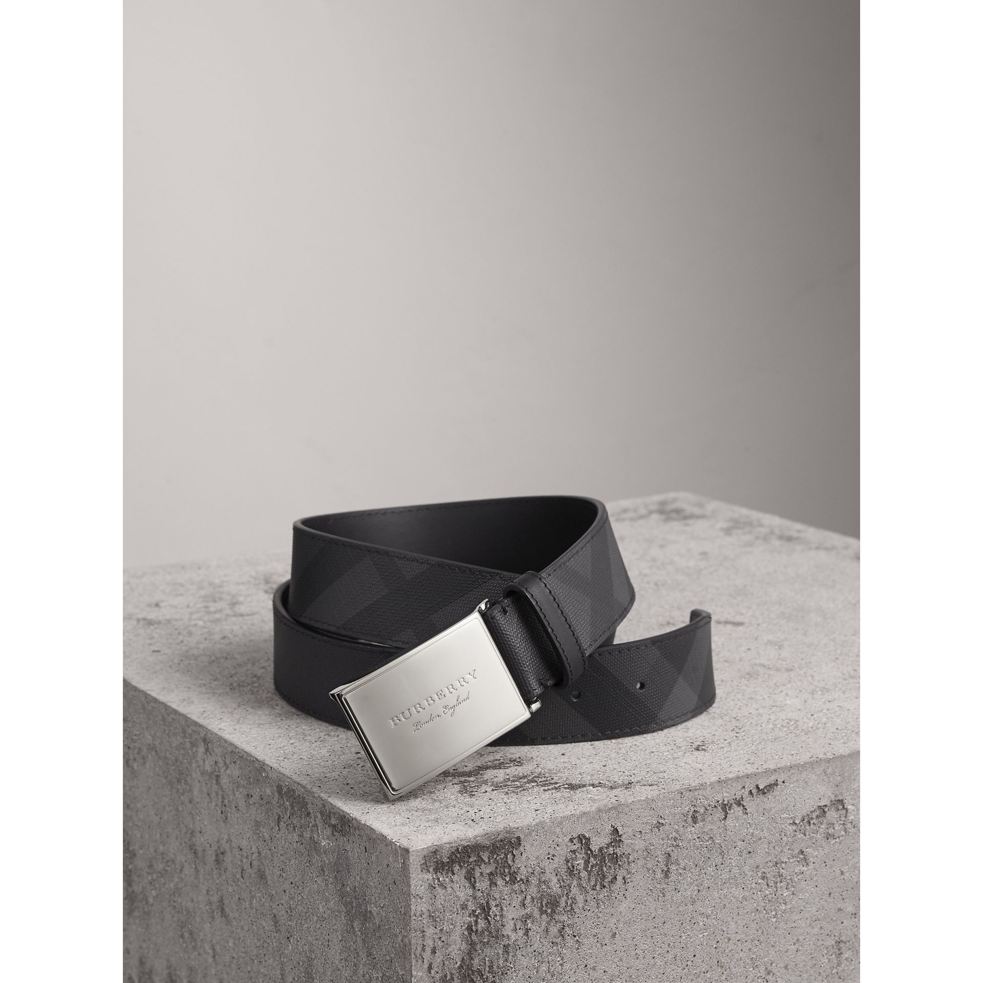 Plaque Buckle London Check  and Leather Belt in Charcoal/black - Men | Burberry Hong Kong - gallery image 0