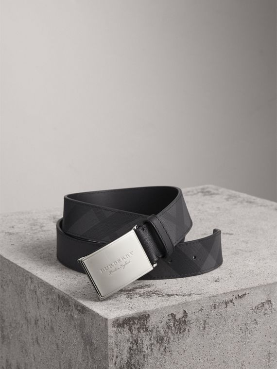 Plaque Buckle London Check  and Leather Belt in Charcoal/black