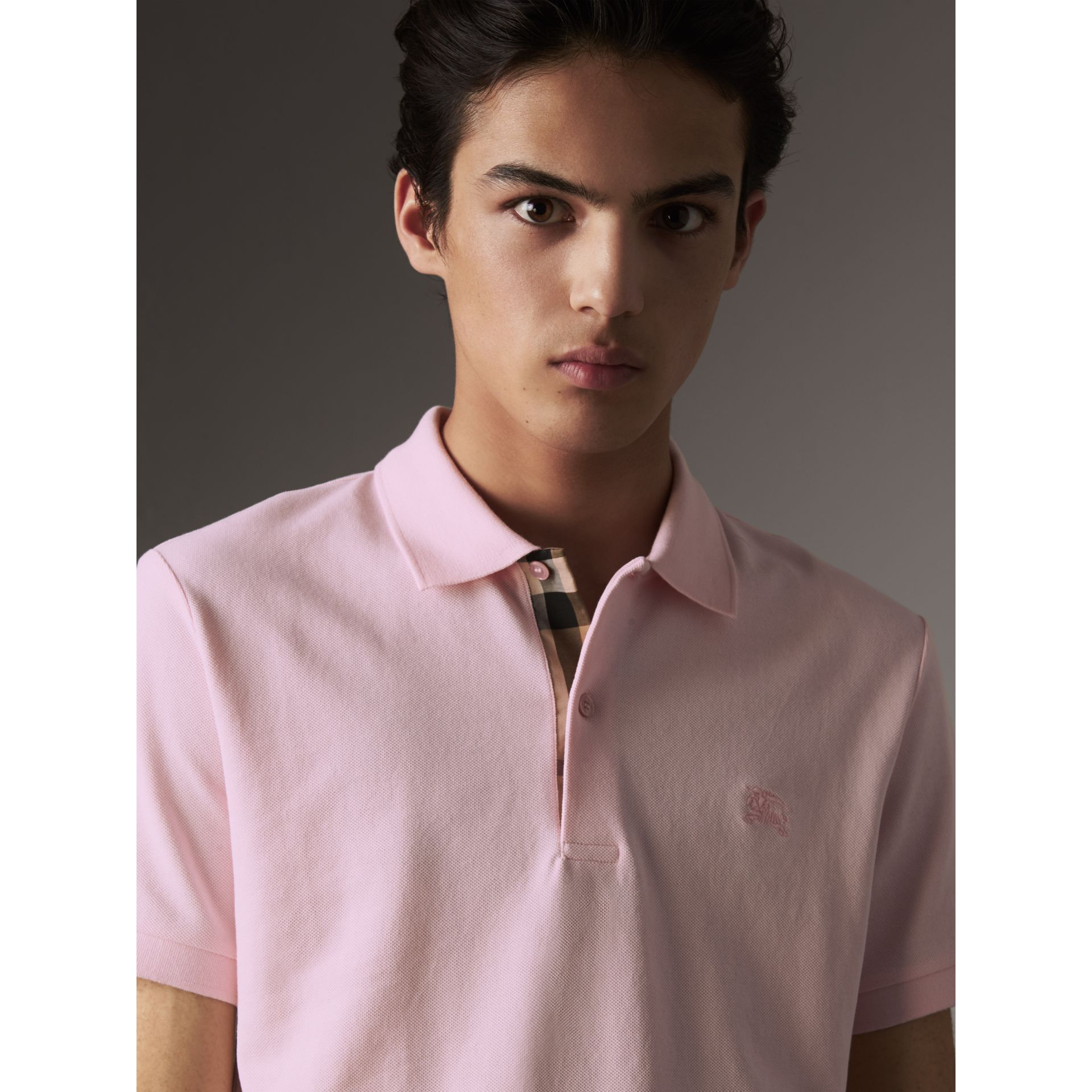 Polo en piqué de coton avec patte à motif check (Rose Dragée) - Homme | Burberry - photo de la galerie 2