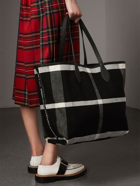 The Large Reversible Doodle Tote in Black | Burberry Canada - cell image 3