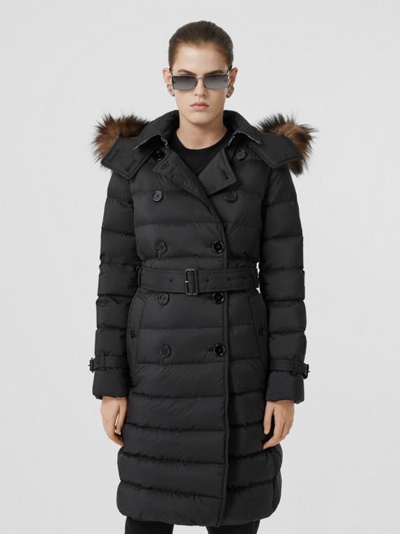 Abrigo con relleno de plumón y capucha de quita y pon (Negro)