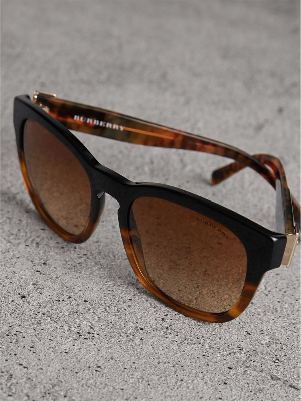 Buckle Detail Square Frame Sunglasses in Black - Women | Burberry United Kingdom - cell image 2
