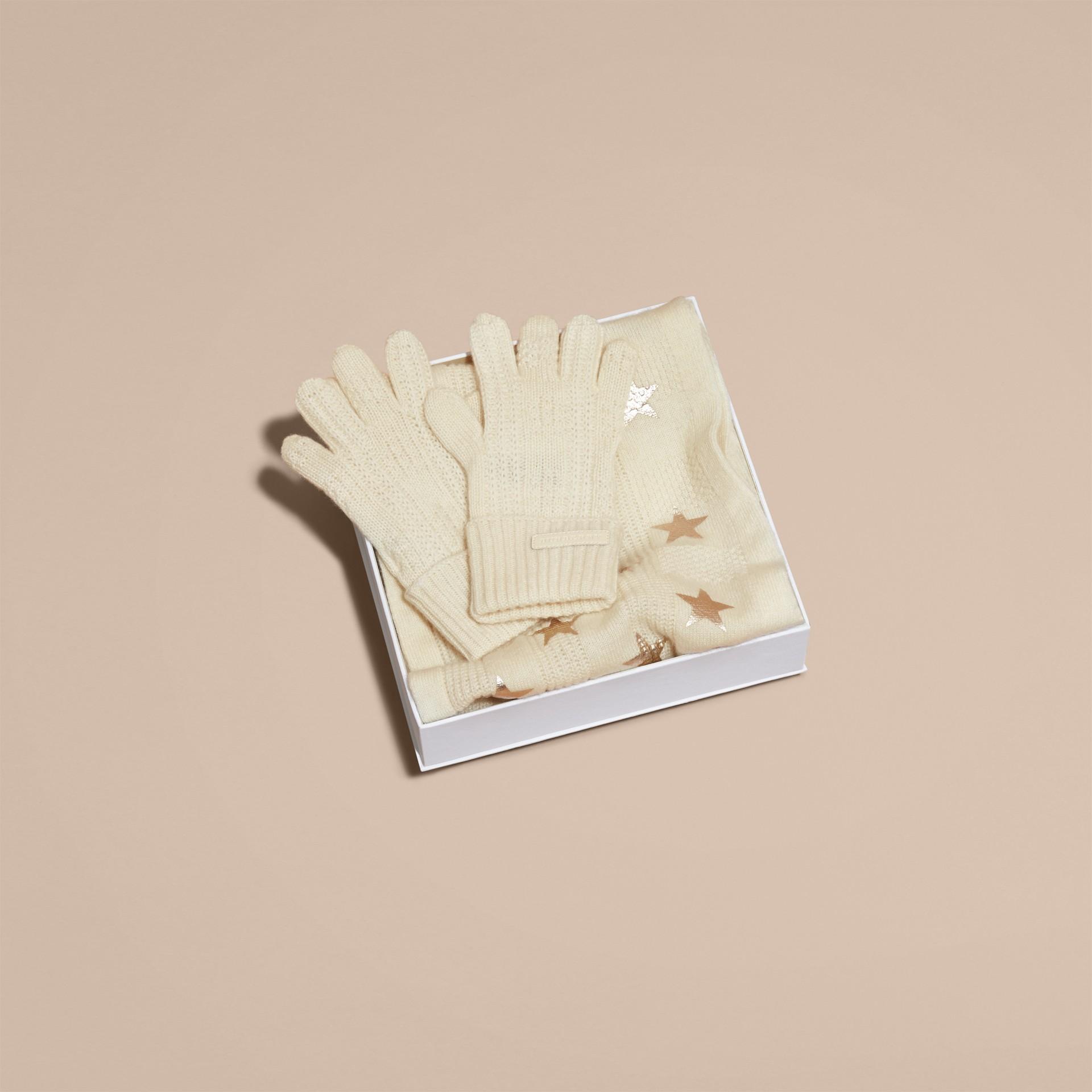 Avorio/oro Set regalo da due pezzi in cashmere con stampa - immagine della galleria 4
