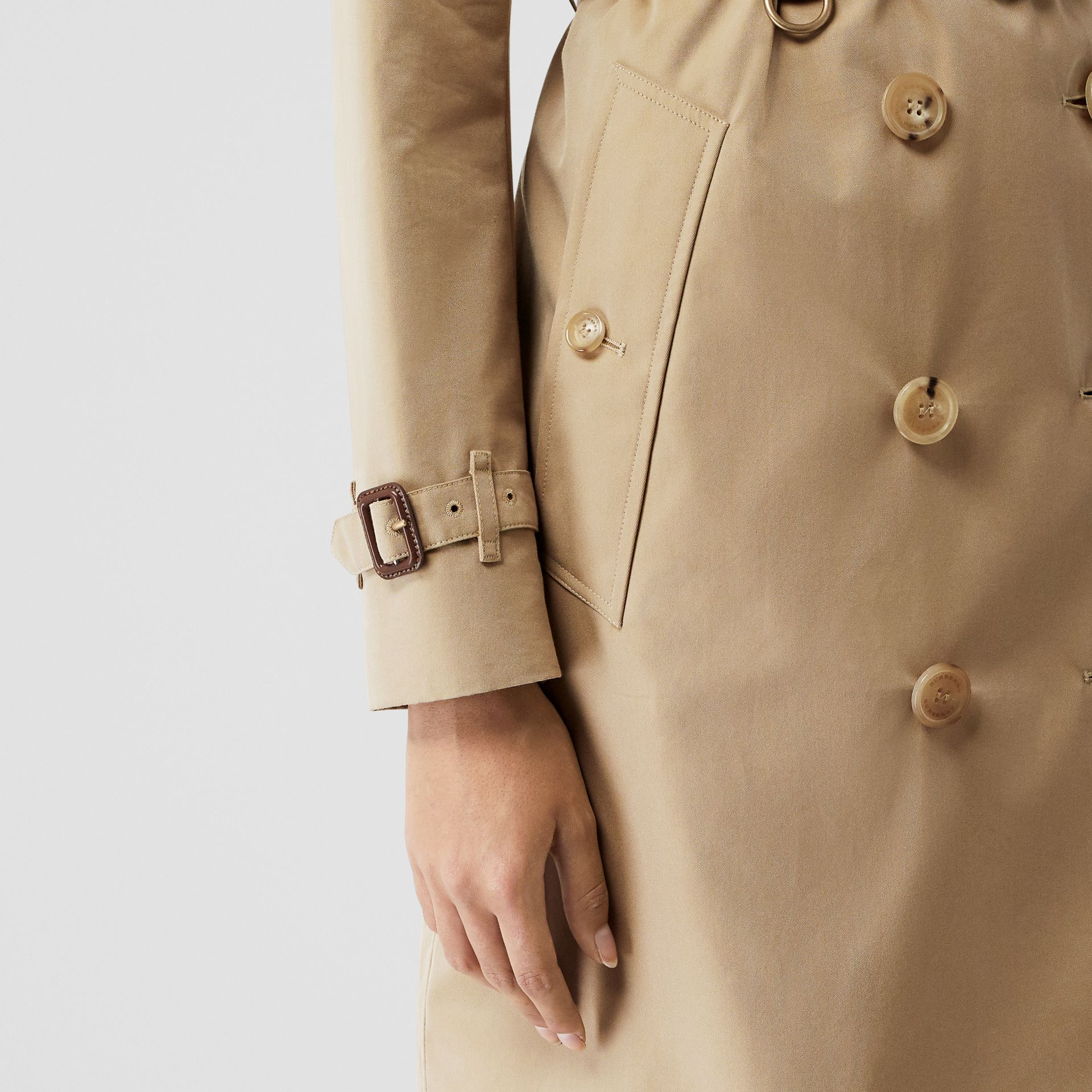 The Mid-length Kensington Heritage Trench Coat in Honey - Women | Burberry United Kingdom - gallery image 5