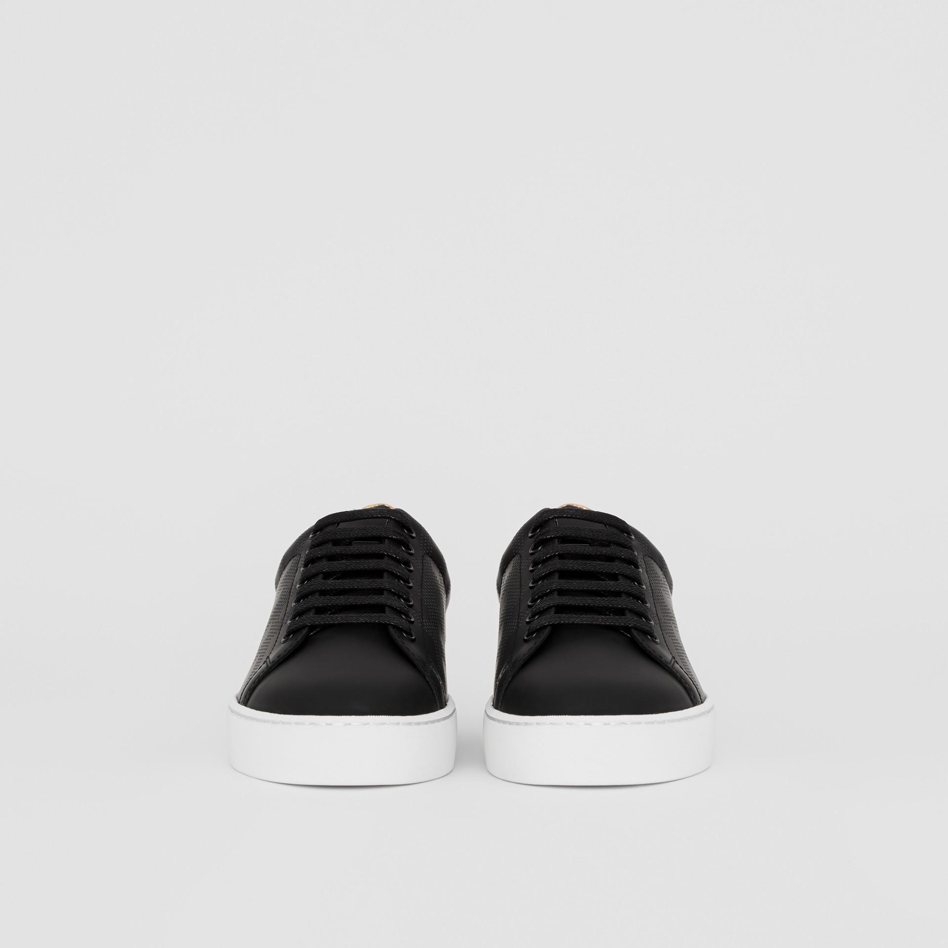 Sneaker in pelle con motivo tartan traforato (Nero) - Donna | Burberry - immagine della galleria 3