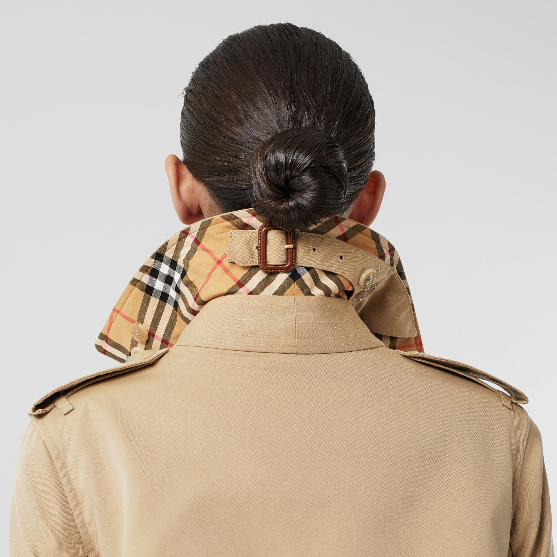 The Long Kensington Heritage Trench Coat in Honey - Women | Burberry United States - gallery image 4