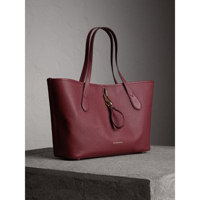medium grainy leather tote bag in mahogany red women