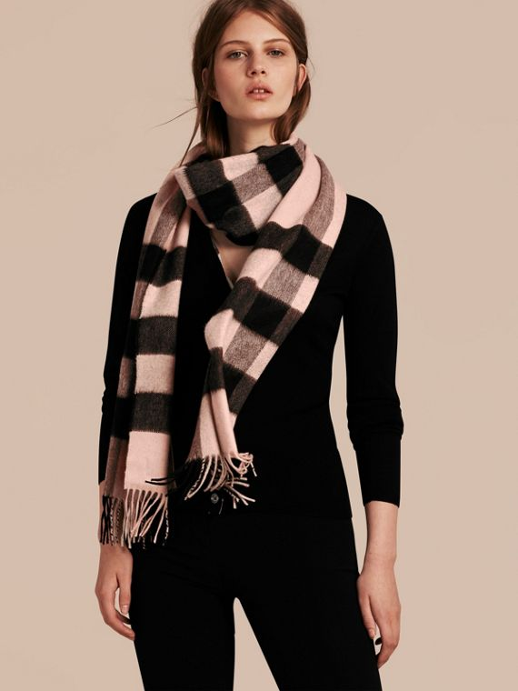 The Large Classic Cashmere Scarf in Check Rose - cell image 2