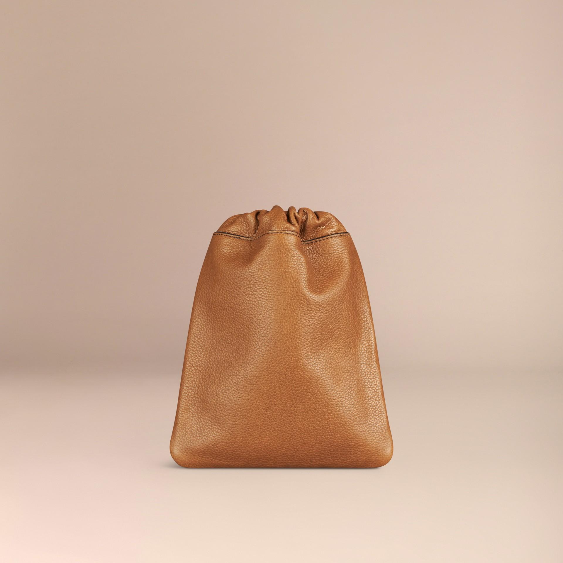 Marroncino Pochette in pelle a grana con coulisse Marroncino - immagine della galleria 4