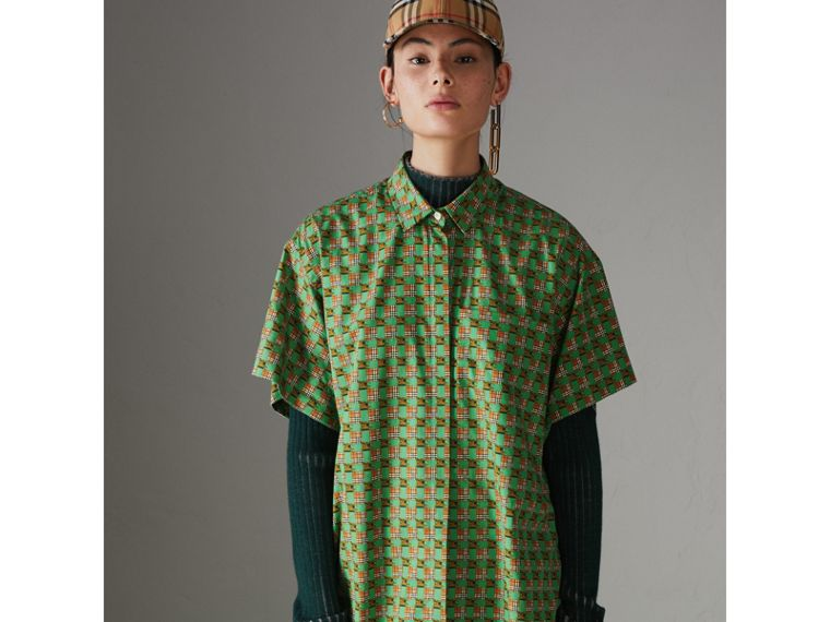 Short-sleeve Tiled Archive Print Cotton Shirt in Dark Forest Green - Women | Burberry - cell image 4