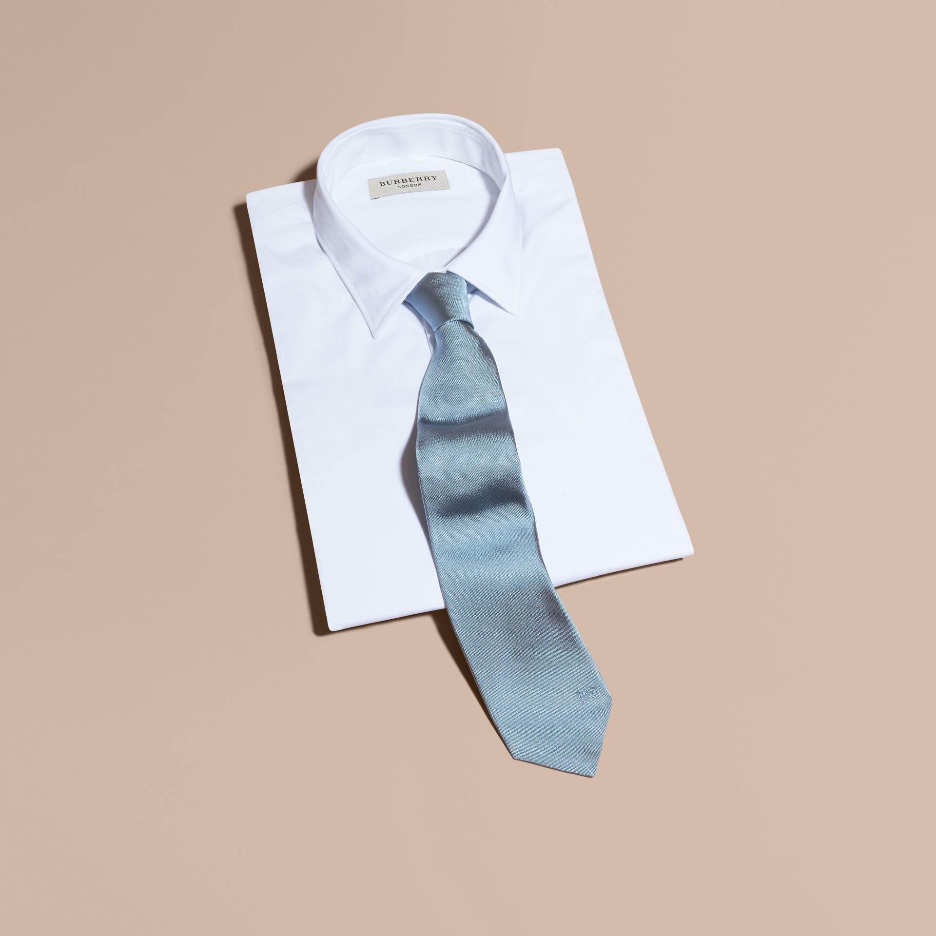 Bleu ciel Cravate moderne en sergé de soie Bleu Ciel - photo de la galerie 1