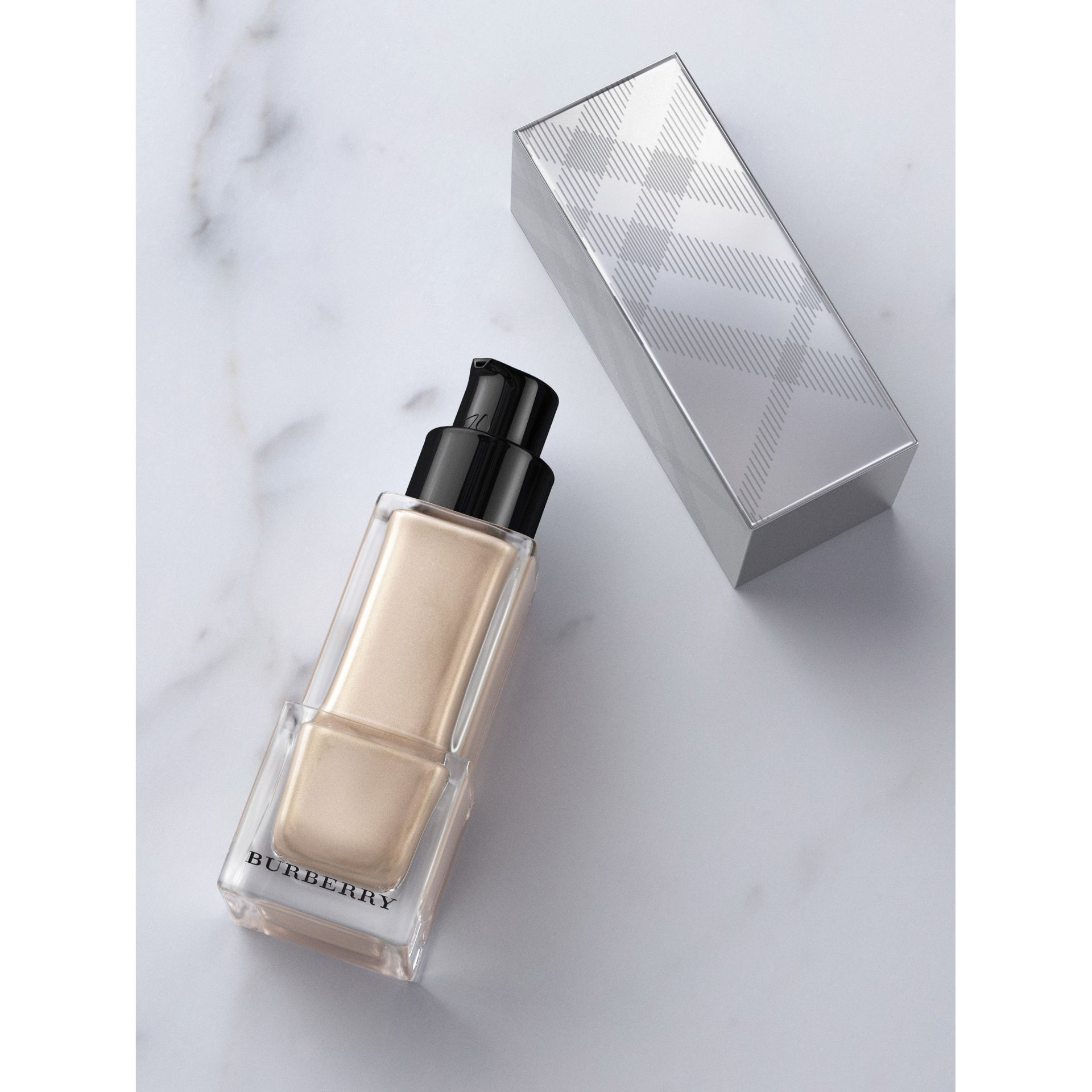 Fresh Glow Luminous Fluid Base – Nude Radiance No.01 - Women | Burberry - gallery image 0