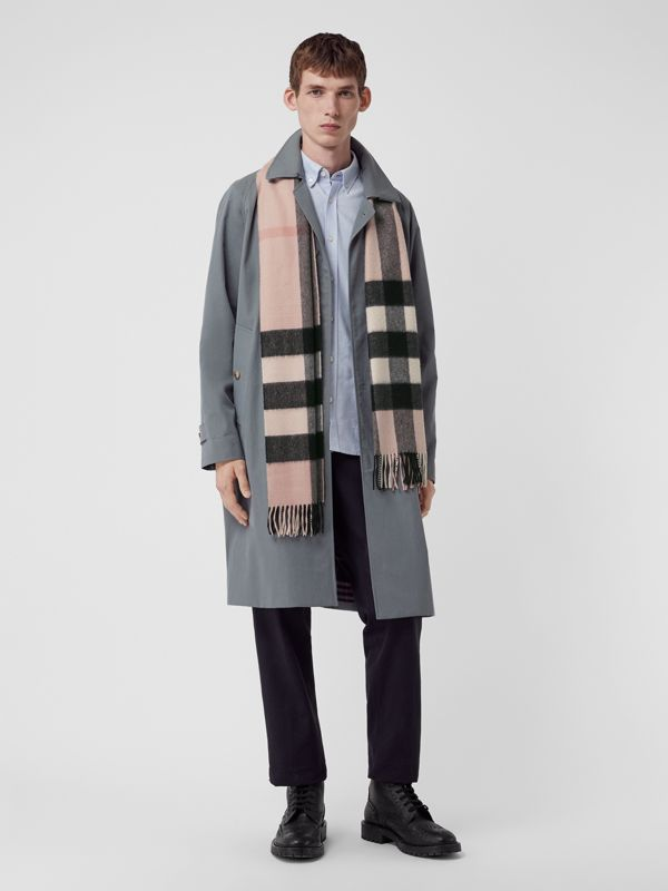 The Large Classic Cashmere Scarf in Check in Ash Rose | Burberry United States - cell image 3