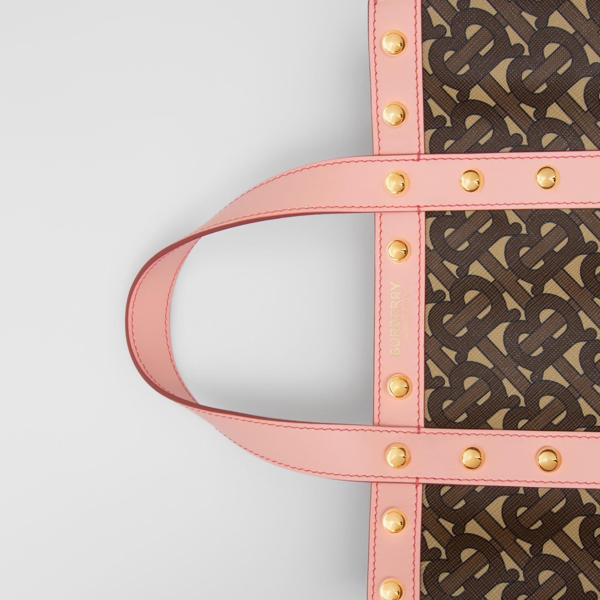 小型花押字印花環保帆布直式托特包 (雲粉紅) - 女款 | Burberry - 圖庫照片 1