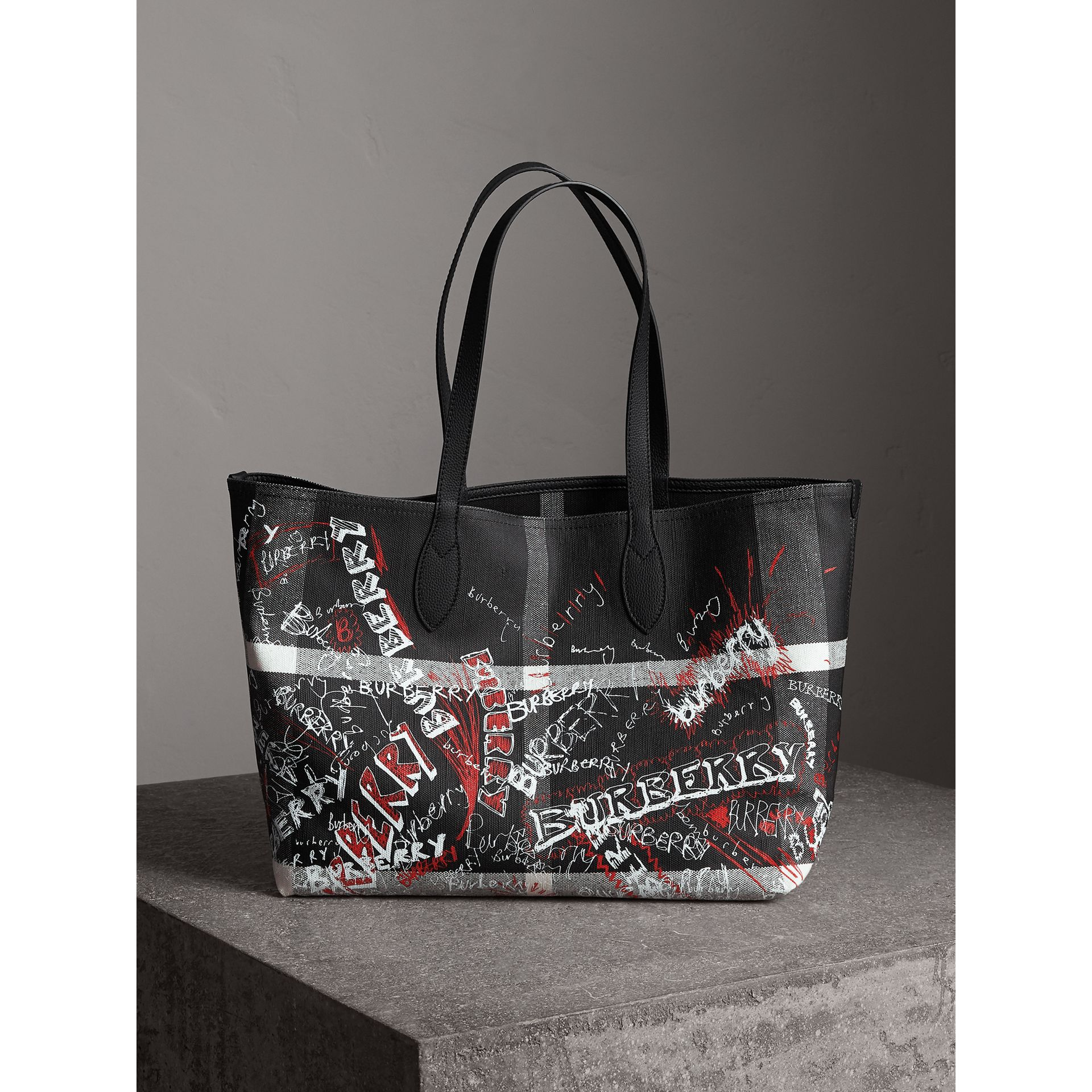 Sac tote Doodle moyen réversible (Noir) | Burberry - photo de la galerie 0