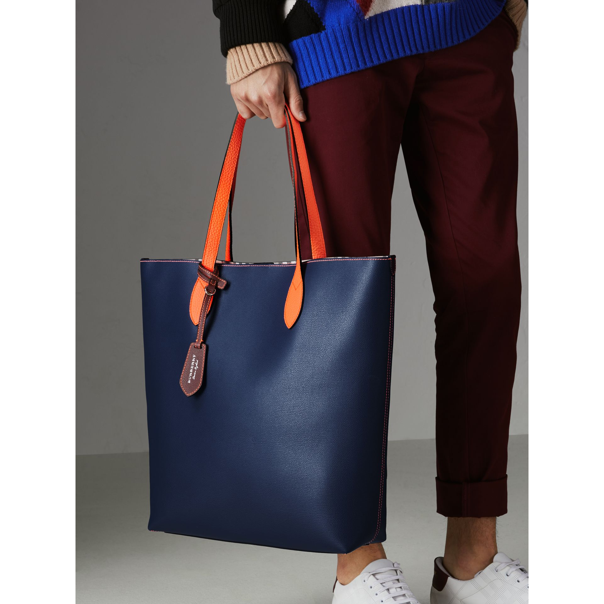 Medium Two-tone Coated Leather Tote in Dark Ultramarine | Burberry - gallery image 5