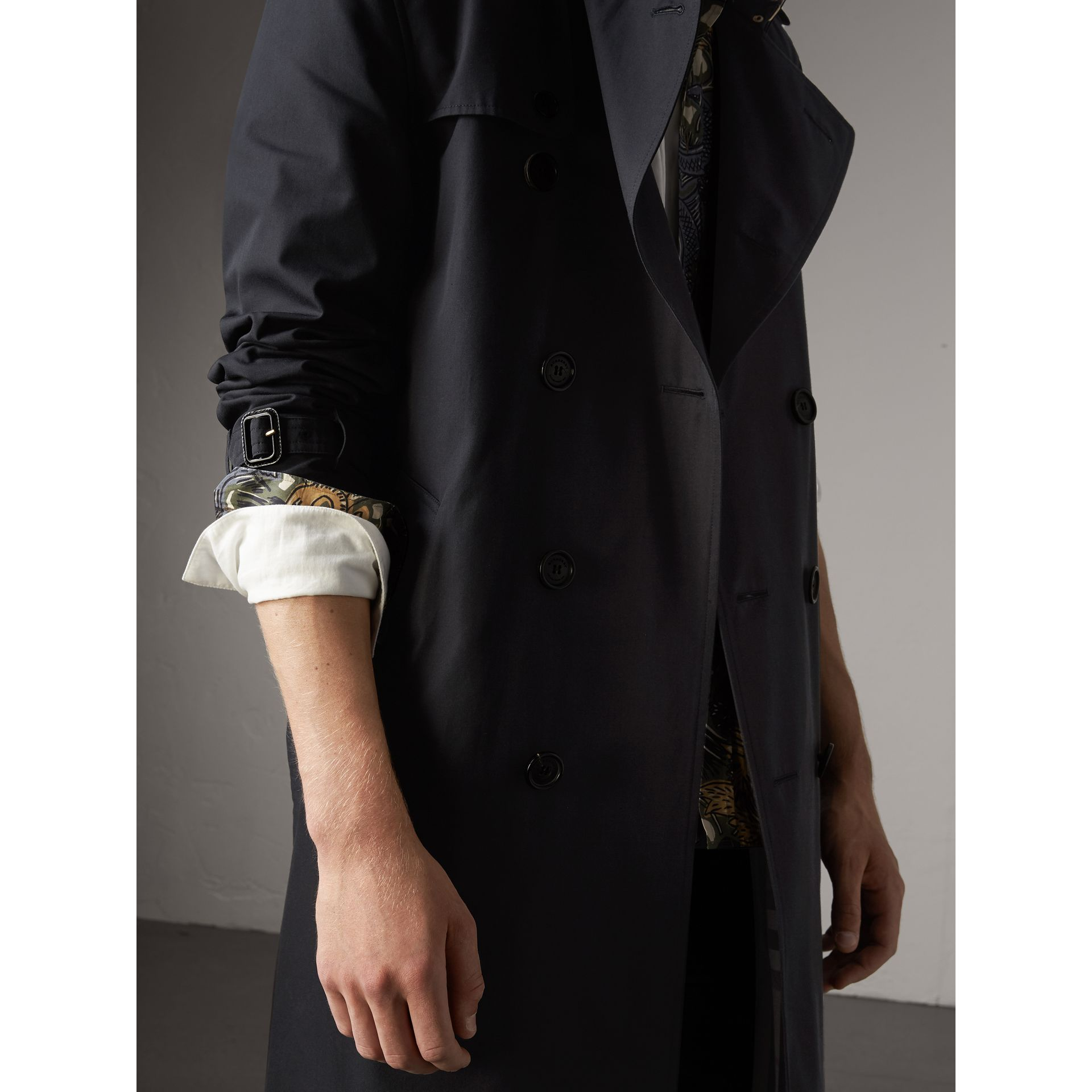 The Kensington – Long Heritage Trench Coat in Navy - Men | Burberry - gallery image 7