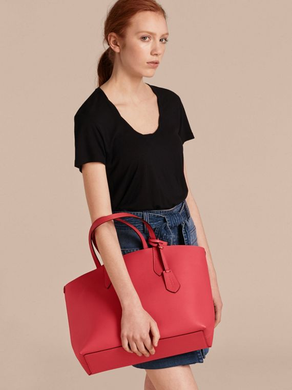 The Medium Reversible Tote in Haymarket Check and Leather Coral Red - cell image 2