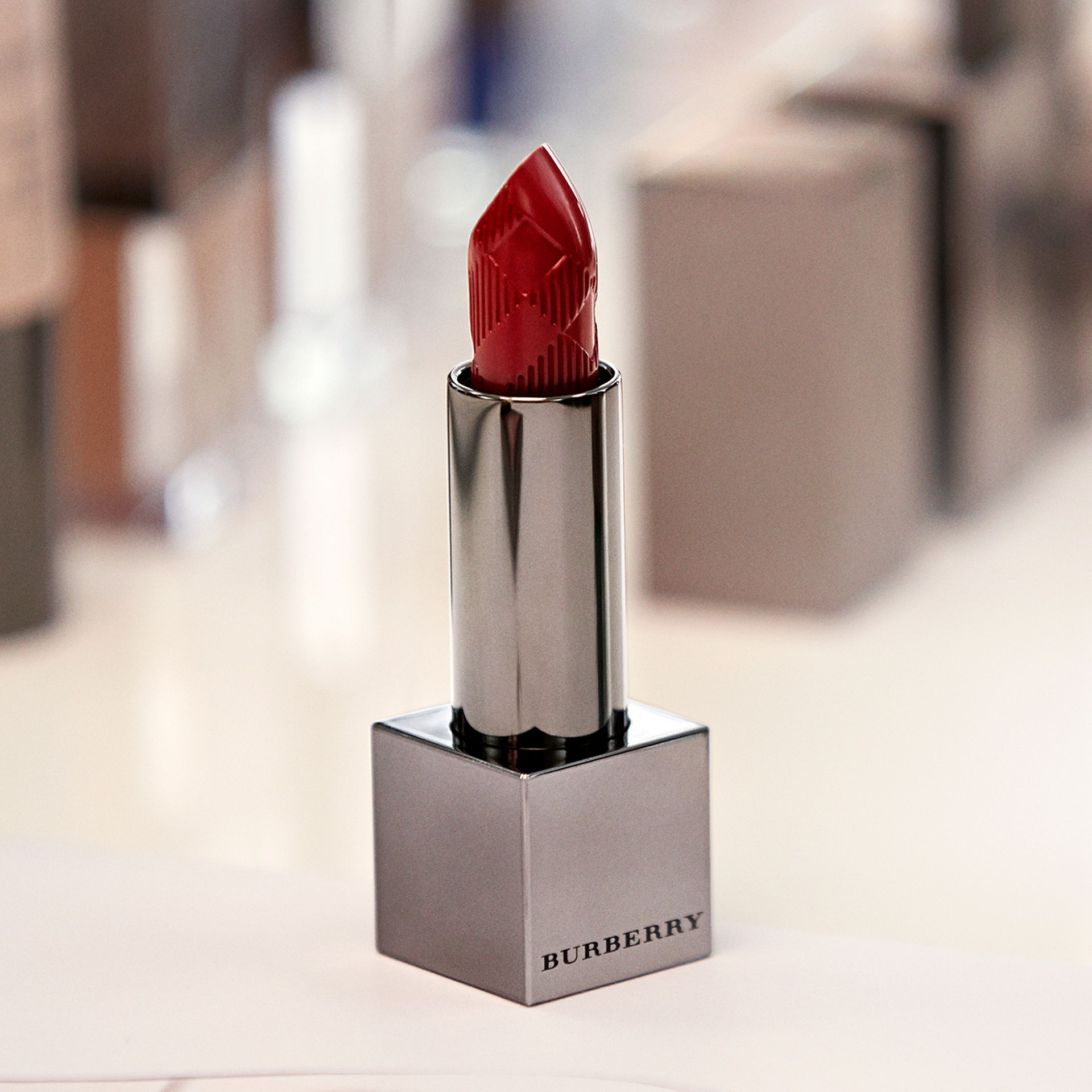 Pomegranate pink 41 Burberry Kisses – Pomegranate Pink No.41 - gallery image 3