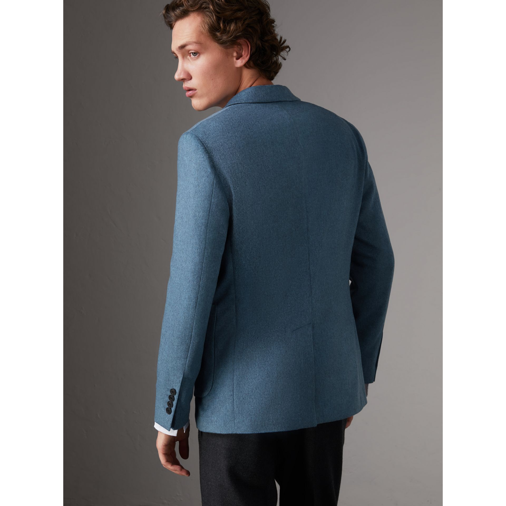 Soho Fit Lightweight Cashmere Tailored Jacket in Slate Blue Melange - Men | Burberry United Kingdom - gallery image 3