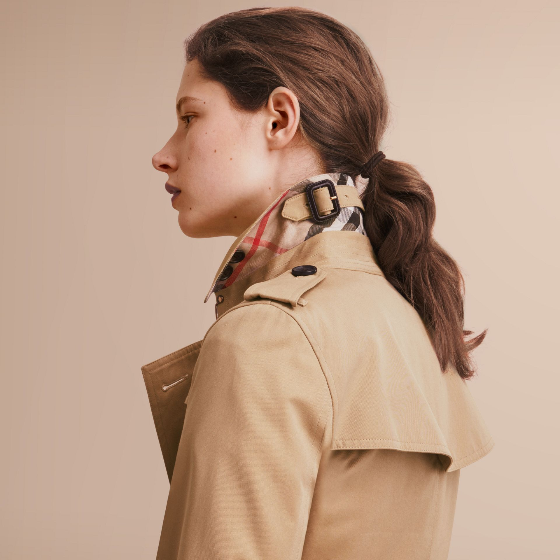 The Kensington – Mid-Length Heritage Trench Coat in Honey - Women | Burberry Singapore - gallery image 6