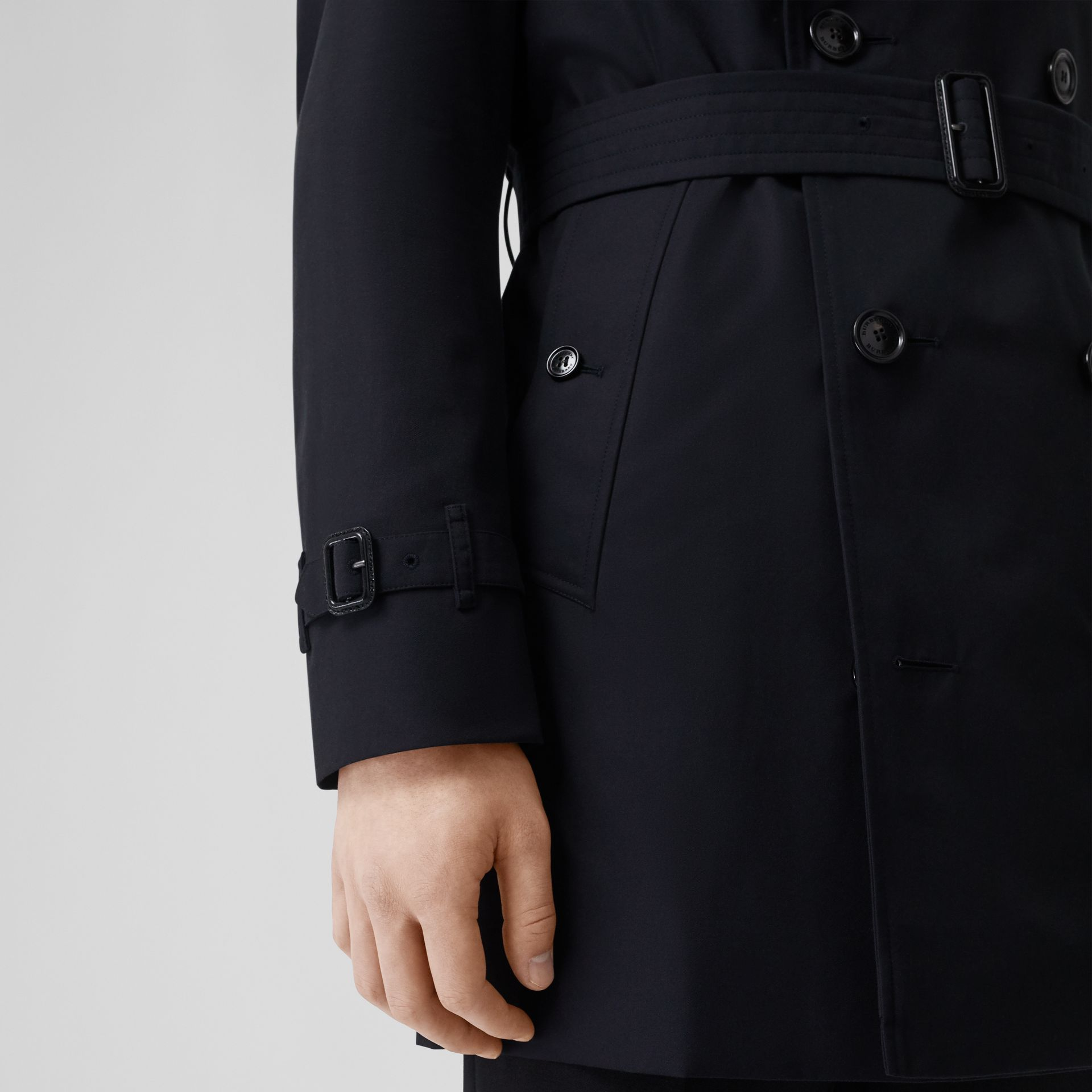 Short Chelsea Fit Trench Coat in Midnight - Men | Burberry - gallery image 1