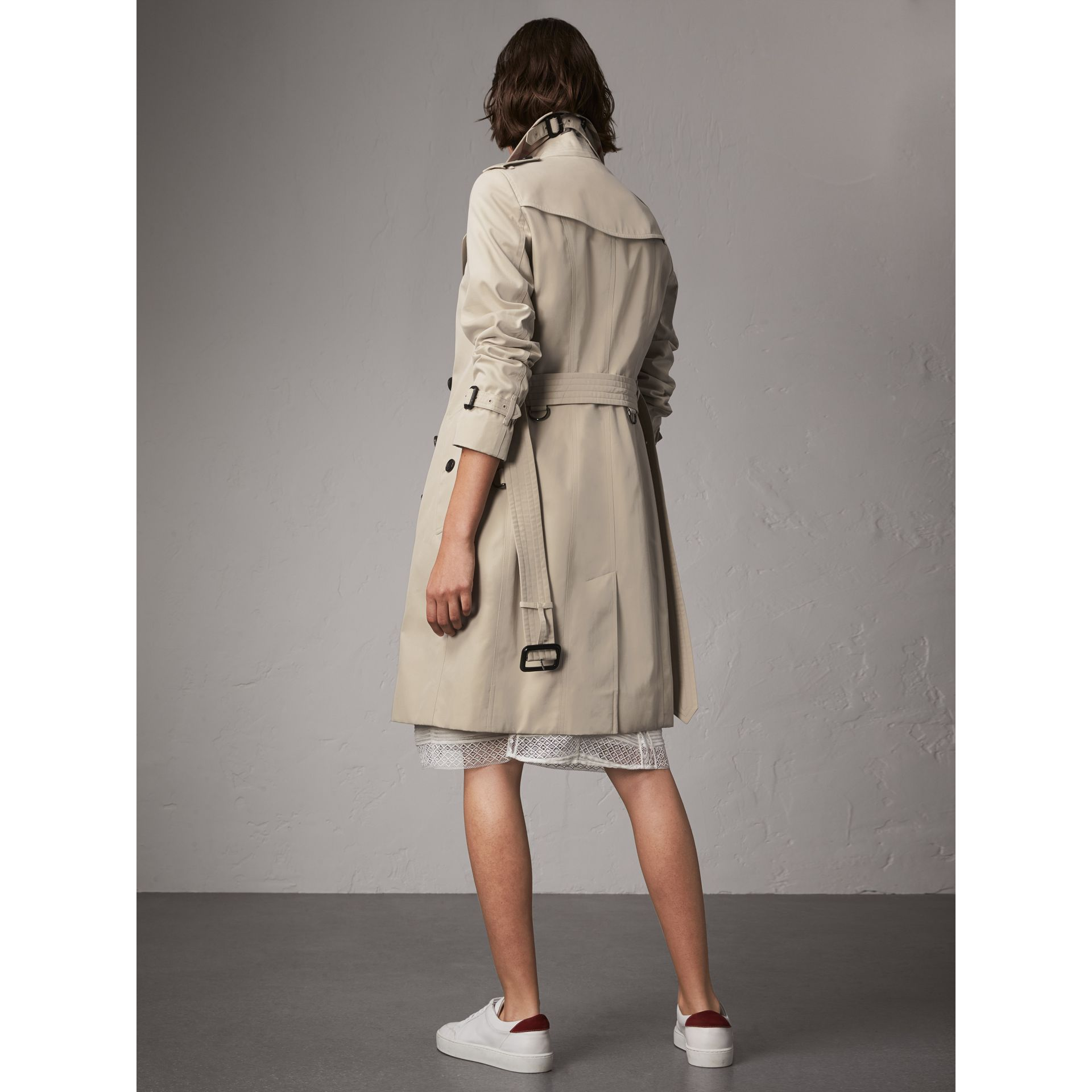 The Sandringham – Long Trench Coat in Stone - Women | Burberry United Kingdom - gallery image 3