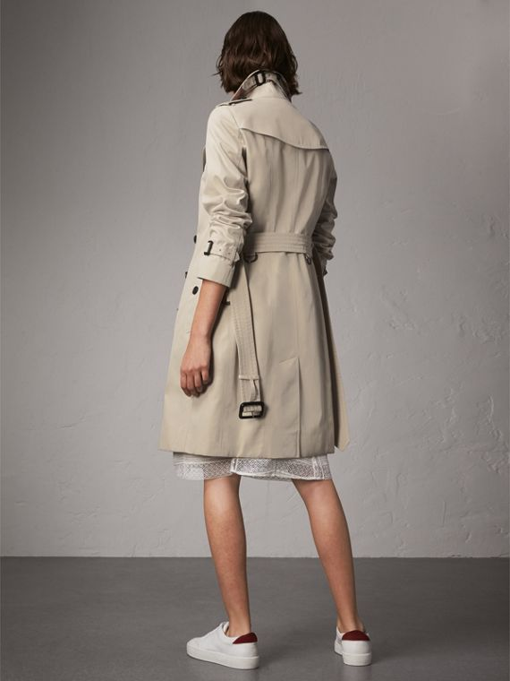 The Sandringham – Long Trench Coat in Stone - Women | Burberry Australia - cell image 2