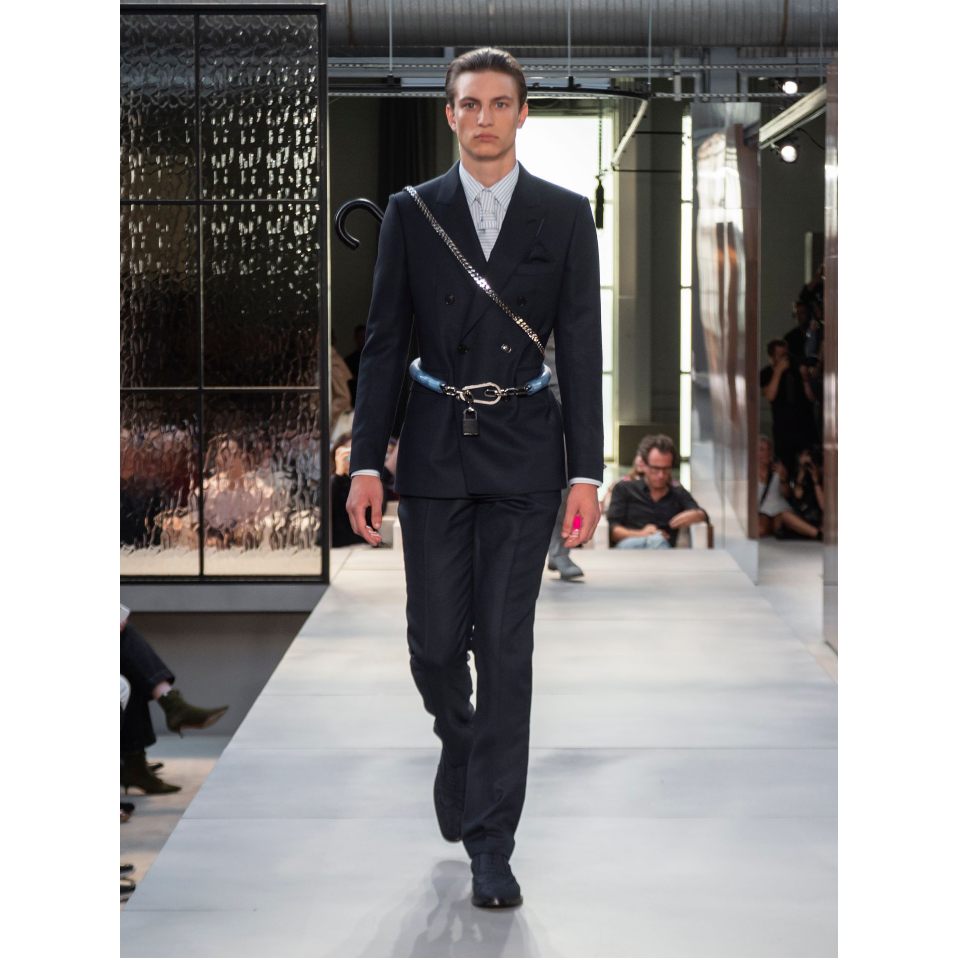 English Fit Birdseye Wool Cashmere Suit in Navy Blue | Burberry Hong Kong S.A.R - gallery image 9