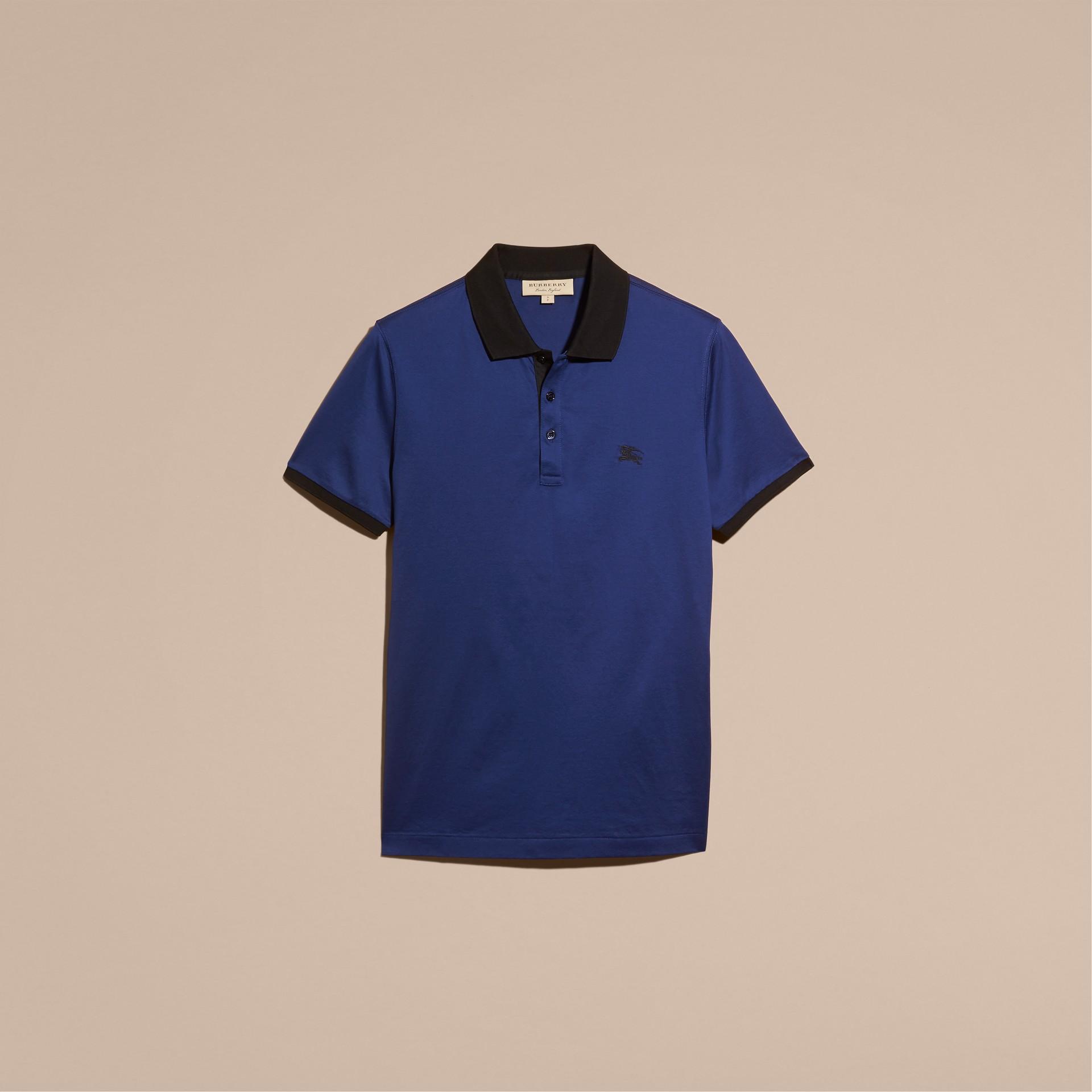 靛青 同色系飾邊合身棉質 Polo 衫 靛青 - 圖庫照片 4