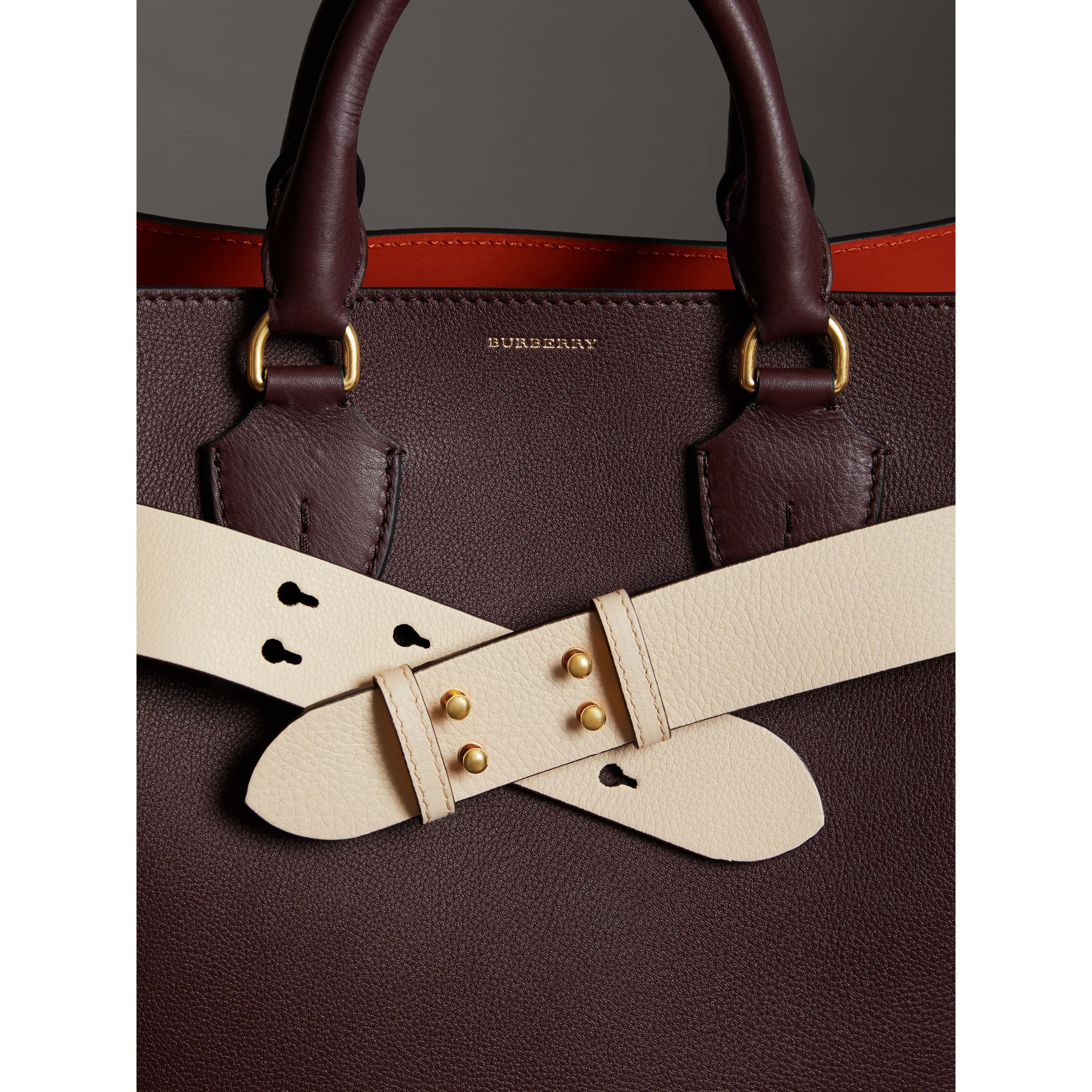 Cintura in pelle a grana per la borsa The Belt media (Calcare) - Donna | Burberry - immagine della galleria 2