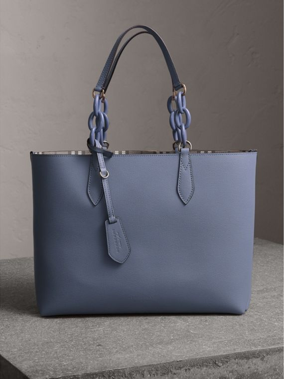 La borsa tote double face media con catena in resina (Blu Ardesia) - Donna | Burberry