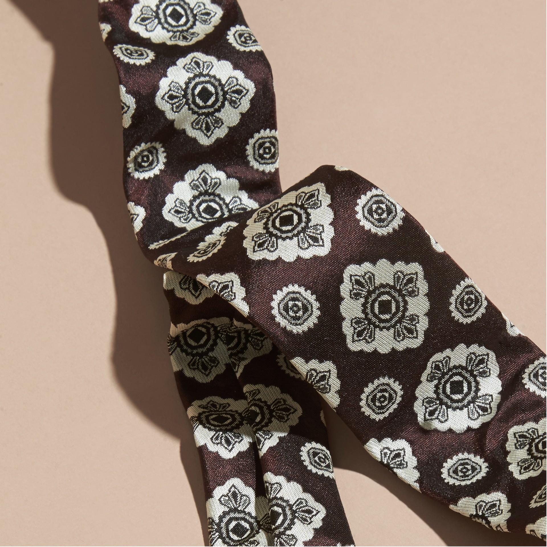 Rouge bourgogne Cravate fine en jacquard de soie Rouge Bourgogne - photo de la galerie 2