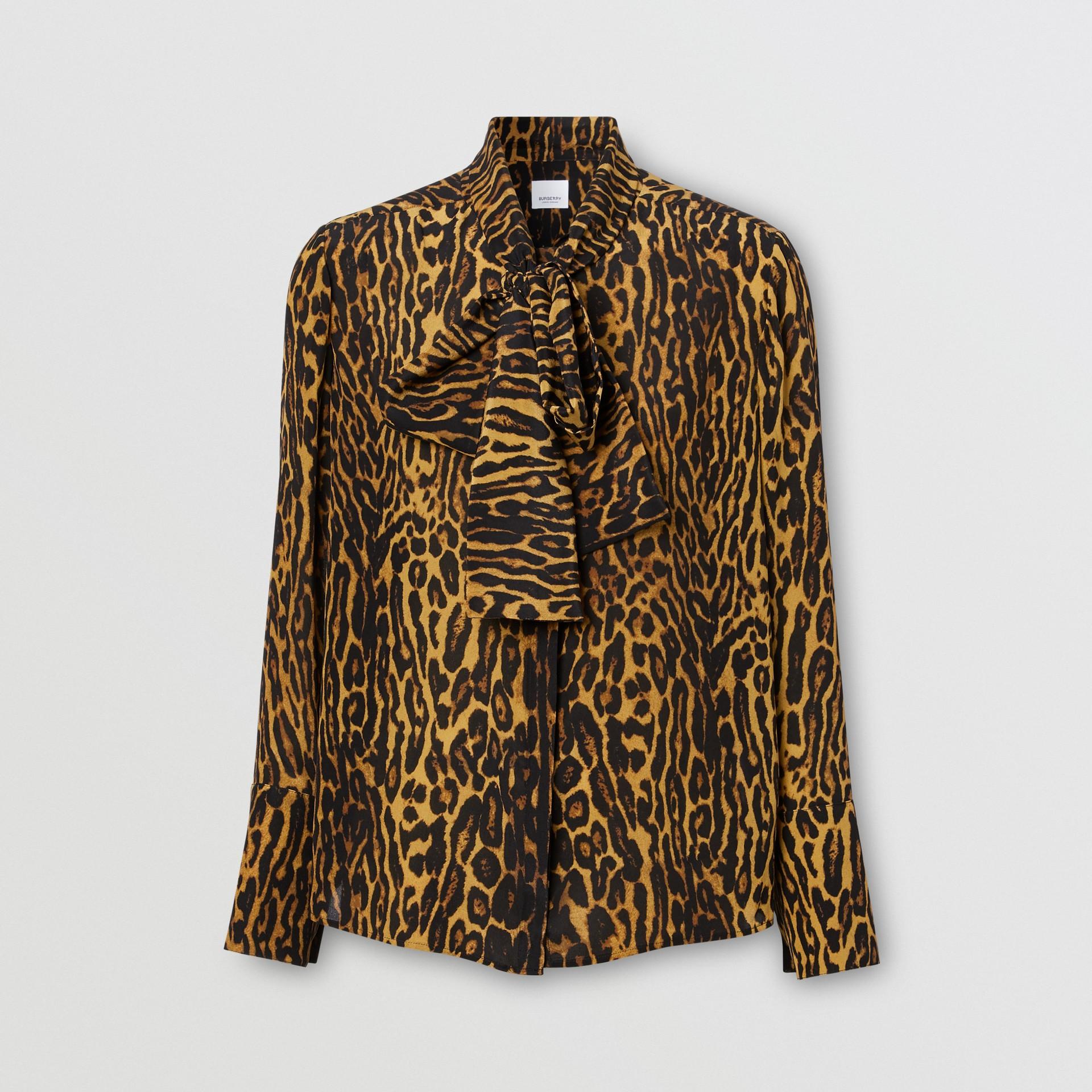 Blusa en gasa de seda con lazada al cuello y estampado estilo leopardo (Mostaza Oscuro) - Mujer | Burberry - imagen de la galería 3