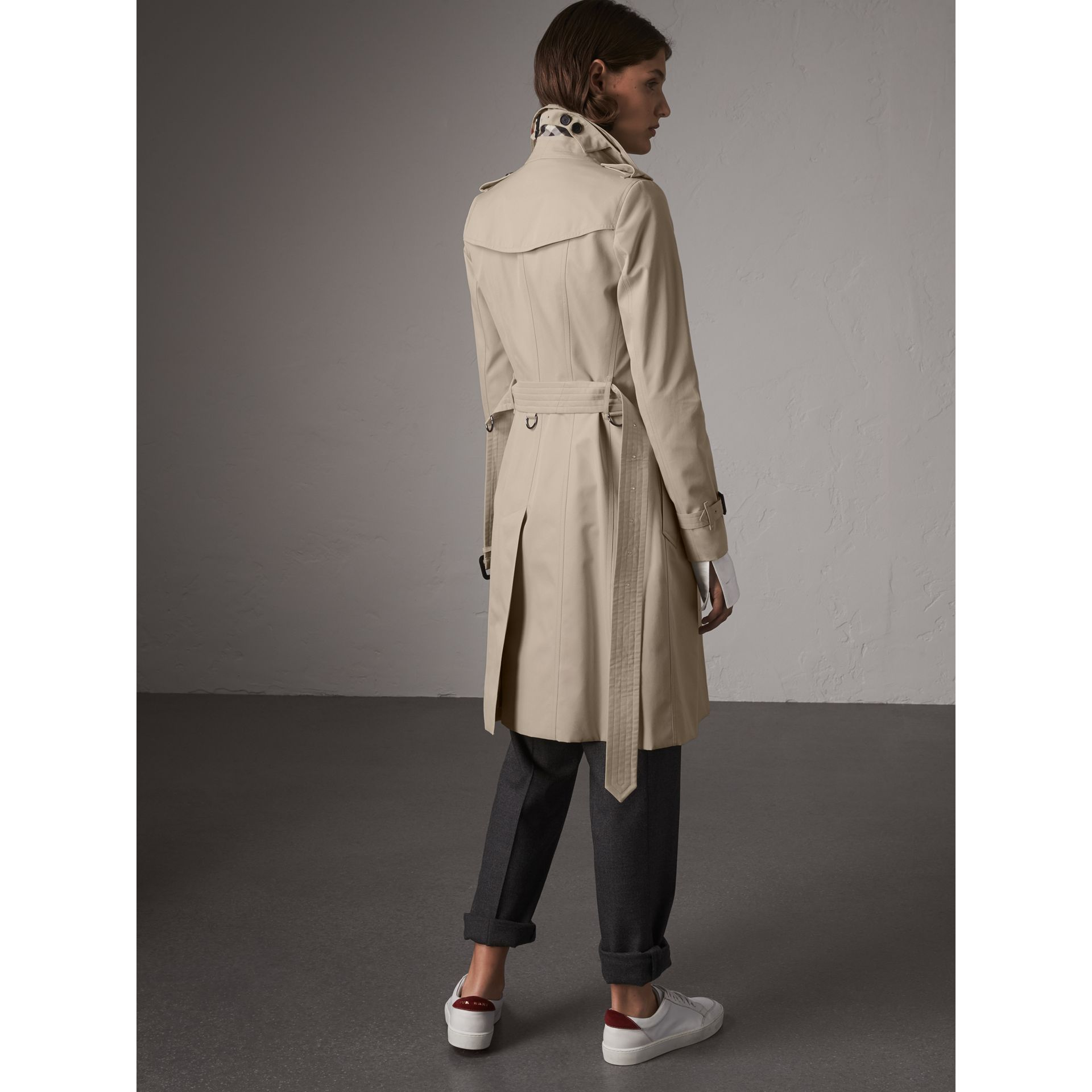 The Chelsea – Long Trench Coat in Stone - Women | Burberry - gallery image 2