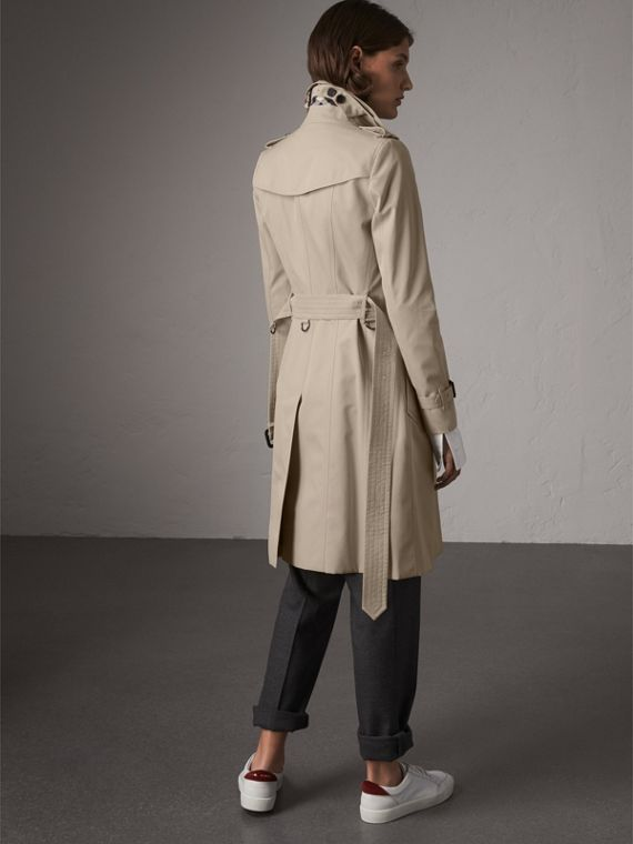 The Chelsea – Long Trench Coat in Stone - Women | Burberry - cell image 2
