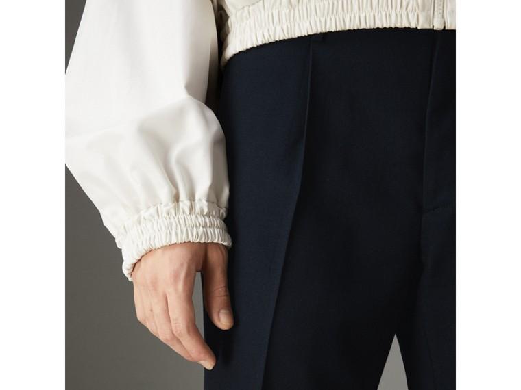Calças de alfaiataria em sarja de lã boca de sino (Azul Marinho Escuro) | Burberry - cell image 1